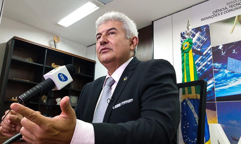 O ministro da MCTIC, Marcos Pontes, fala sobre a coleta de material viral do novo coronavírus e do vírus influenza para utilização em estudos sobre o contágio e proliferação e sobre vacina para as doenças, durante entrevista à TV Brasil