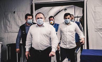 O ministro da Saúde, Eduardo Pazuello, e o governador Wilson Lima visitaram a enfermaria de campanha e o hospital Nilton Lins