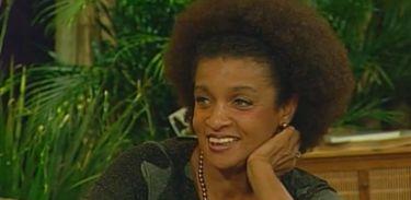 """Escritora, atriz e cantora Elisa Lucinda no programa """"Gema Brasil"""", em 2001"""
