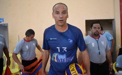 O atleta Márcio Araújo, da Uniateneu