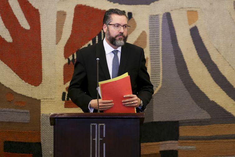 Ernesto Araújo assume o Ministério das Relações Exteriores