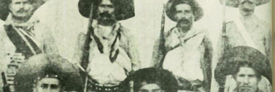 Antonio Silvino (em pé, o segundo à esquerda) e seu bando