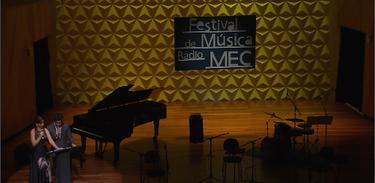 Bruno Barros e Carolina Rocha apresentam o Festival de Música Rádio MEC 2019