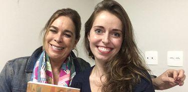 Historiadora Mary del Priore com a apresentadora Isabela Azevedo durante a gravação do Na Trilha da História