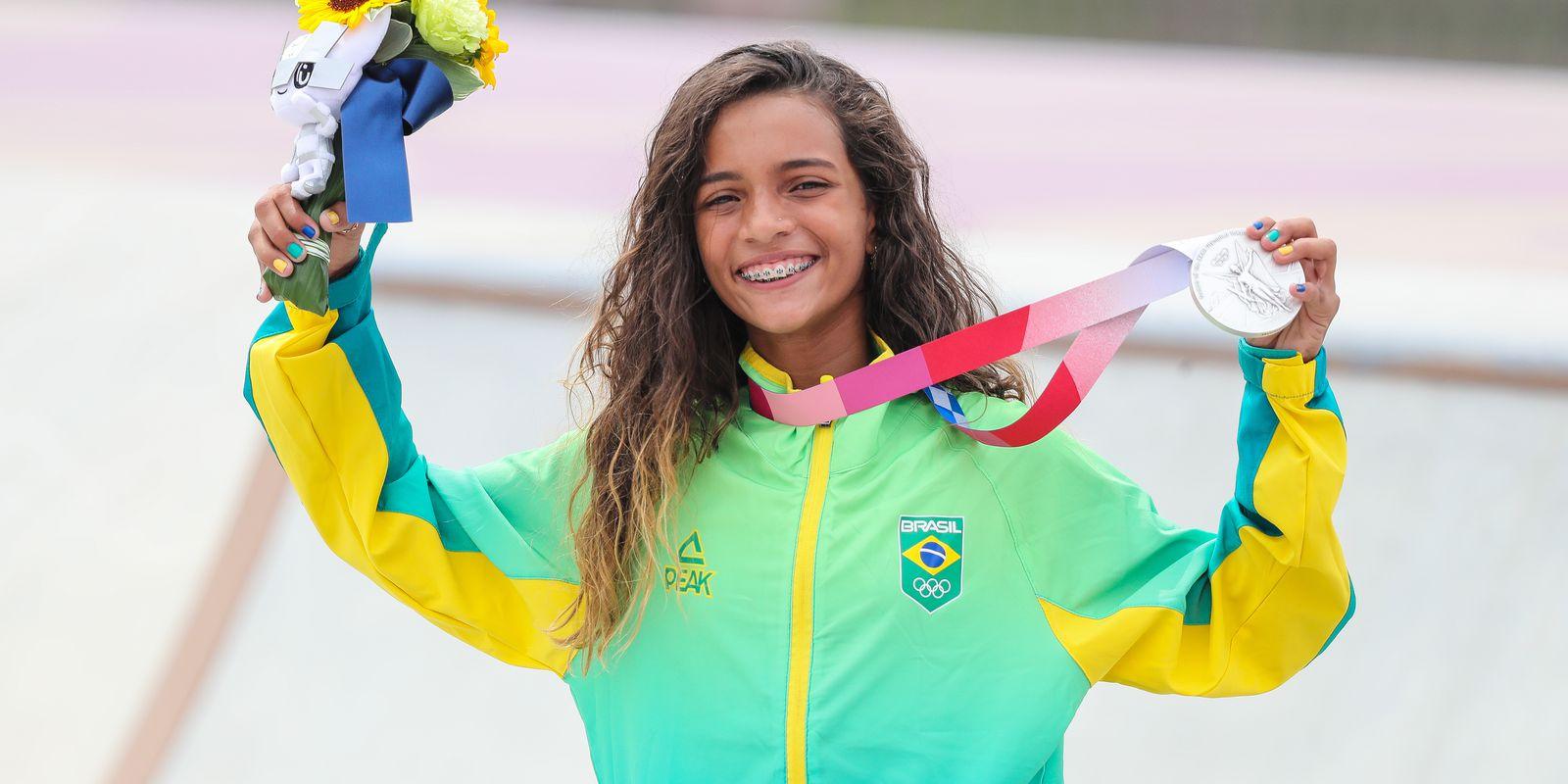 Olimpíadas: Rayssa Leal conquista prata no skate e se torna a medalhista mais jovem do Brasil
