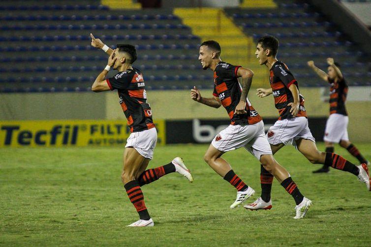 Raí Ramos comemorando o único gol da partida.