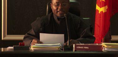 Jikulumessu - Juiz lê a sentença de Bianca