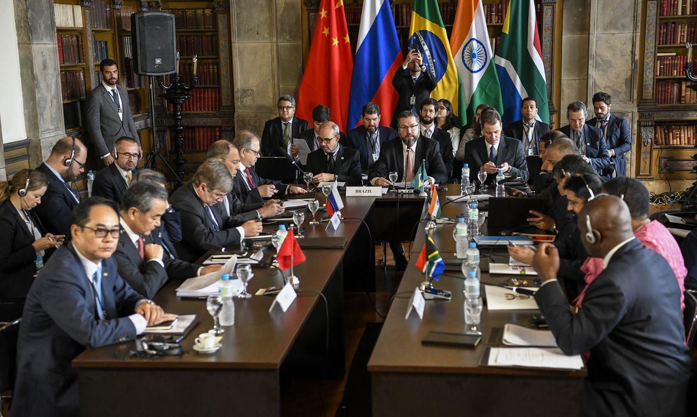 O ministro das Relações Exteriores do Brasil, Ernesto Araújo, durante 3ª Reunião de Ministros das Relações Exteriores do Brics, no Palácio do Itamaraty, no Rio de Janeiro