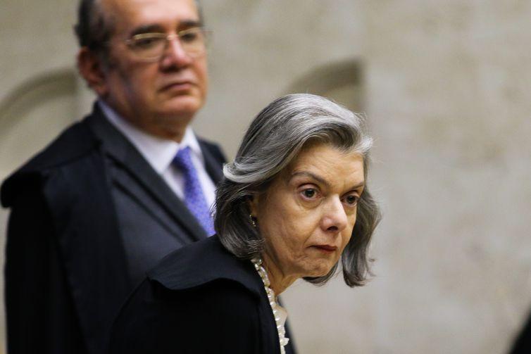 Os ministros Gilmar Mendes e Carmem Lúcia, durante sessão do STF que retoma julgamento sobre o compartilhamento de dados bancários e fiscais.