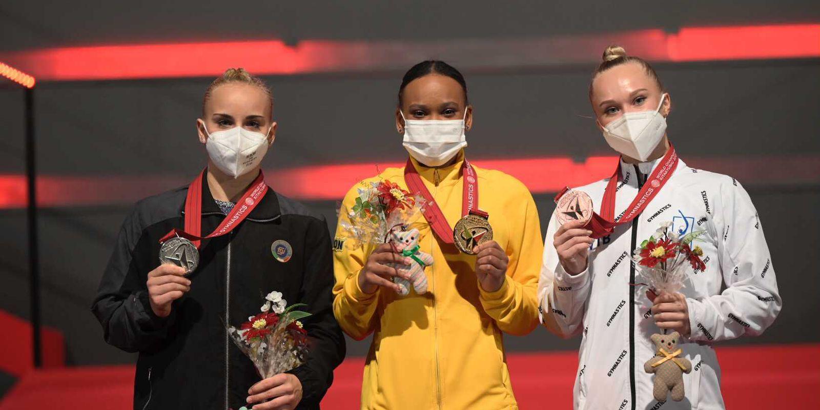 Rebeca é 1ª brasileira com ouro e prata em um só Mundial de Ginástica