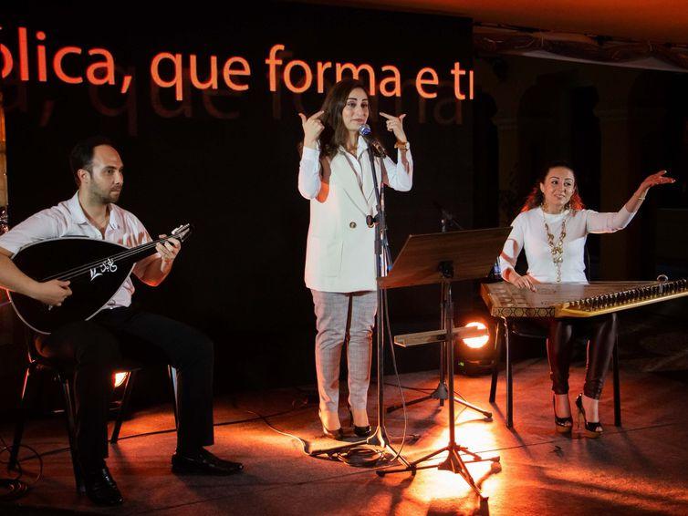Arquiteta e cantora Lucia Loxca (crédito: Acervo Pessoal)