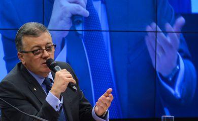 Brasília - A Comissão Parlamentar de Inquérito (CPI) da Petrobras ouve, o depoimento do presidente da estatal, Aldemir Bendine (Valter Campanato/Agência Brasil)