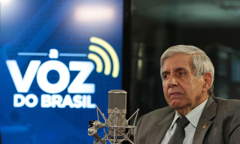 O ministro do Gabinete de Segurança Institucional (GSI), general Augusto Heleno, participa do programa Voz do Brasil.