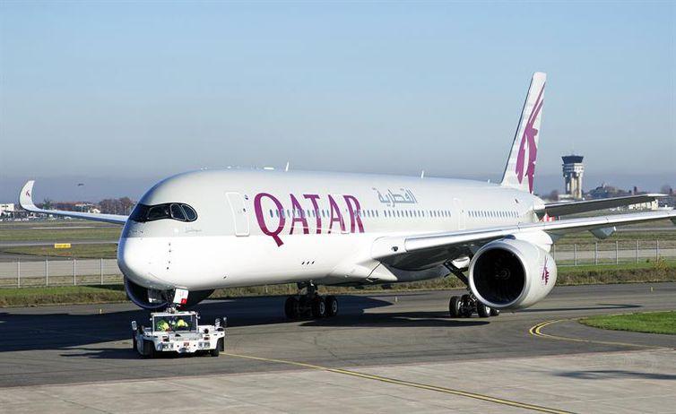 A Qatar Airways desviou as rotas de seus aviões, que estão sobrevoando a Turquia e o Egito, após a crise diplomática do Catar com países árabes