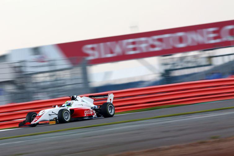 Roberto Faria, F3 Britânica, piloto, carro, Silverstone