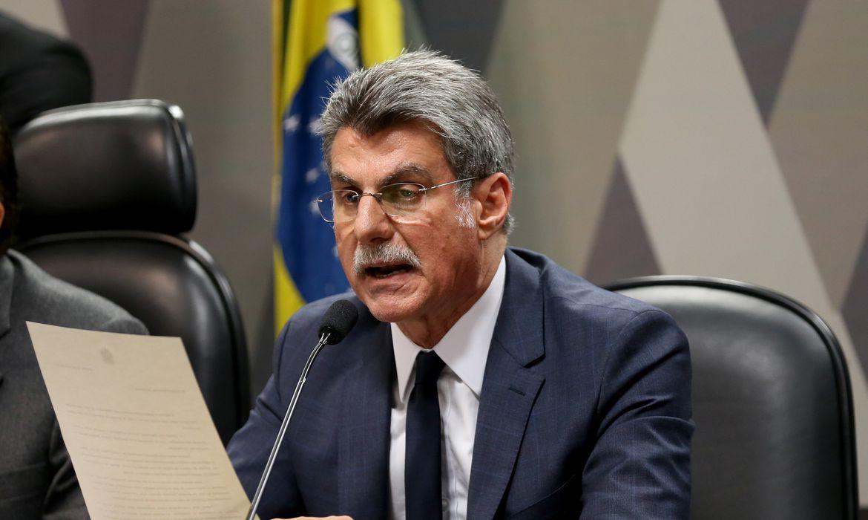 Brasília - O relator na CCJ do Senado da reforma trabalhista, senador Romero Jucá durante reunião da comissão para analisar e votar o parecer (Wilson Dias/Agência Brasil)