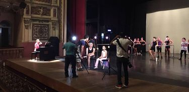 Yandê no palco do Teatro Amazonas