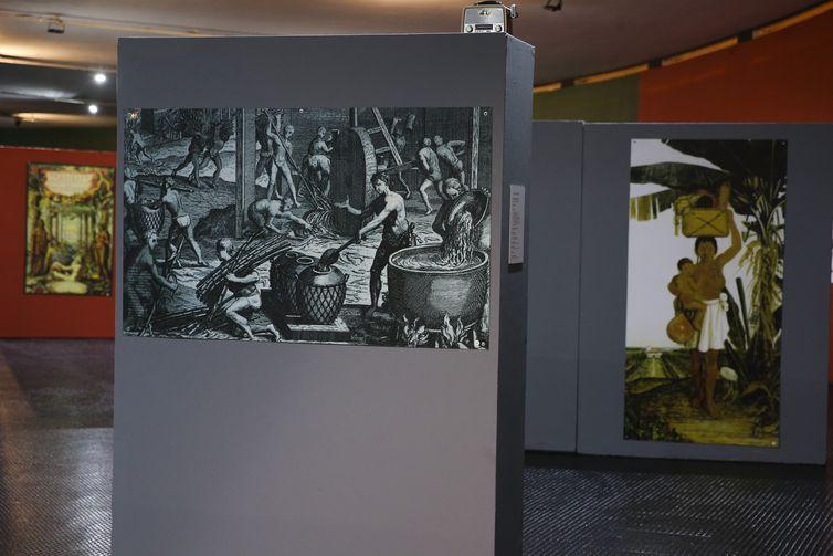 Abertura da exposição Índios: Os Primeiros Brasileiros, no Memorial dos Povos Indígenas, em Brasília. As imagens e documentos expostos permitem que o público viaje pela história do Brasil e dos povos indígenas.