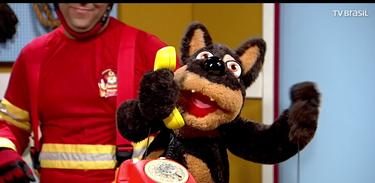 Torrada é surpreendido pelo Bombeiro Rafa passando trote pelo telefone