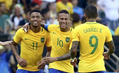 Rio de Janeiro - Neymar, Gabriel Jesus e Gabigol comemoram mais um gol da goleada de 6 a 0 da seleção do Brasil contra Honduras (Reuters/Leonhard Foeger/Direitos reservados)