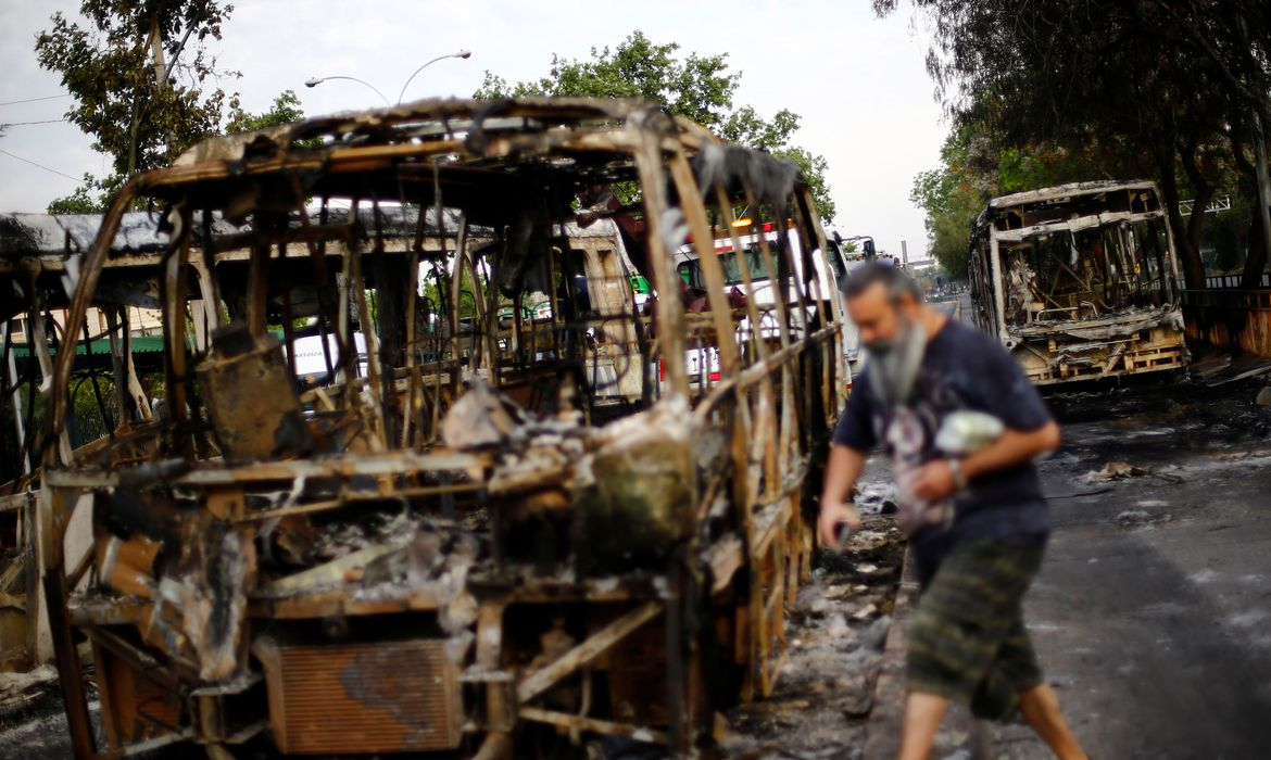 Burned busses are pictured after a protest against the increase in subway ticket prices in Santiago, Chile, October 19, 2019 REUTERS/Edgard Garrido