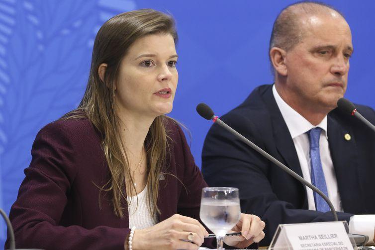 A secretaria especial do PPI, Martha Seillier, e o ministro  da Casa Civil, Onyx Lorenzoni, durante entrevista à imprensa no Palácio do Planalto, sobre as empresas públicas que serão incluídasna lista de privatização até o final do ano.