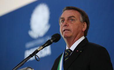 Presidente Jair Bolsonaro participou, nesta quinta-feira (10), da cerimônia em comemoração ao 22° aniversário de criação do Ministério da Defesa e Imposição da Ordem do Mérito da Defesa.