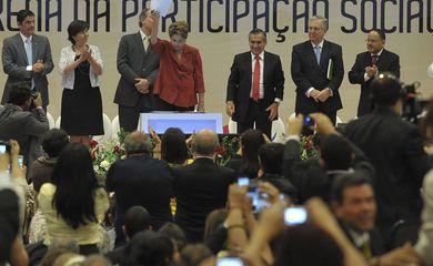 Presidenta Dilma Rousseff participa da cerimônia de lançamento da Política Nacional de Participação Social e da entrega da 5ª edição do Prêmio ODM Brasil (Antonio Cruz/Agência Brasil)