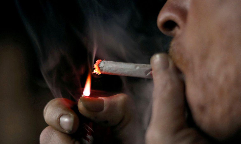 homem fumando, fumante, cigarro