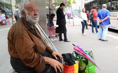 São Paulo - José Aparecido Nogueira, 73 anos, foi morar na rua após o prefeito João Dória derrubar muro e  interditar hotel que ele morava na região da Cracolândia (rovena Rosa/Agência Brasil)