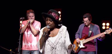 Rosa Maya Colin canta blues e jazz no Todas as Bossas