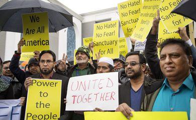 A comunidade islâmica da Califórnia protesta contra o veto do presidente Donald Trump