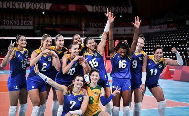 Meninas do Brasil, batem Sérvia