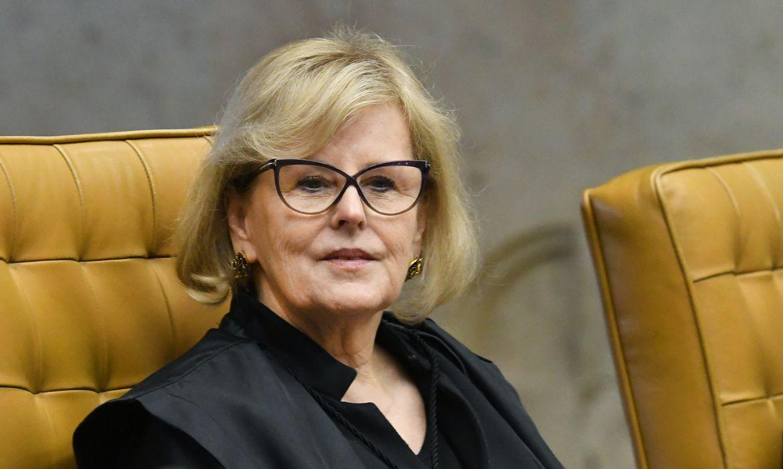 Ministra Rosa Weber durante sessão extraordinária do STF.