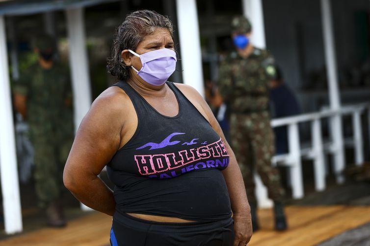 Marcele Lobato, moradora da comunidade São Sebastião.