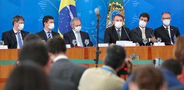 Coletiva coronavirus máscara