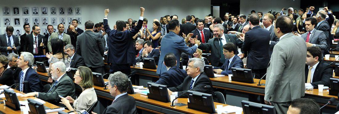 Câmara dos Deputados: CCJ aprova redução da maioridade penal