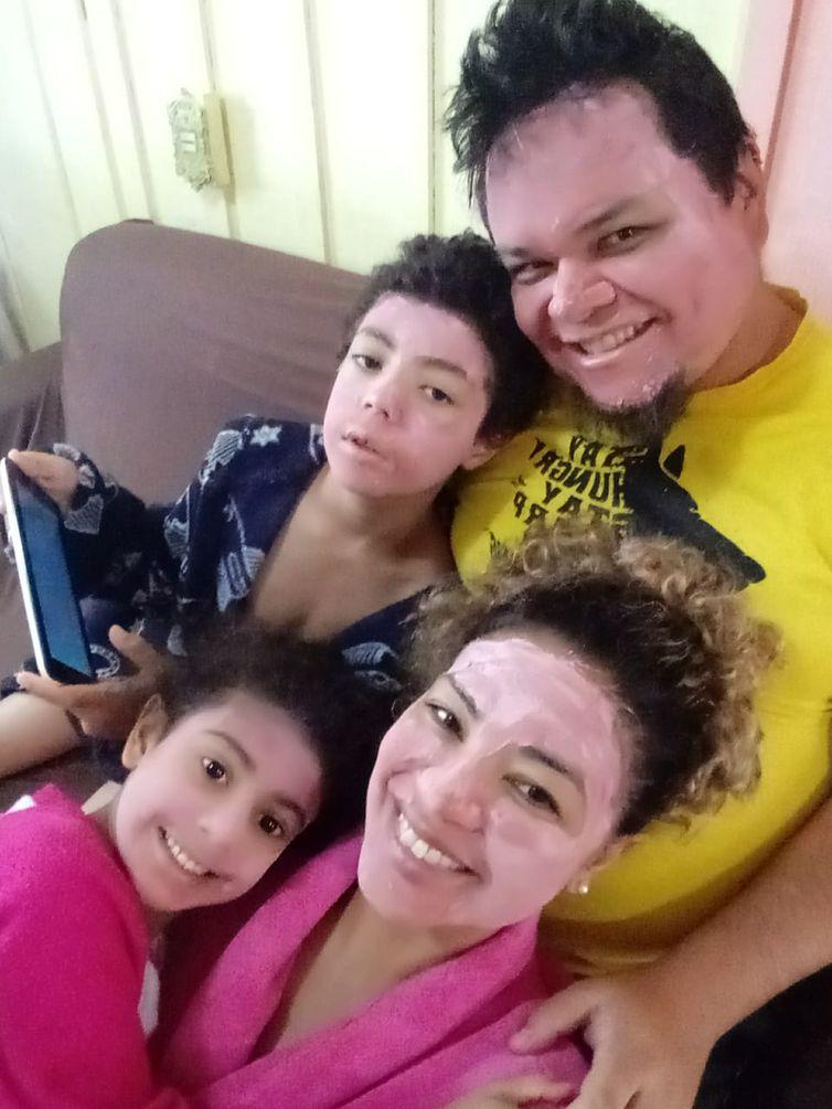 Carlos Zuchi consegue ajudar mais a esposa e os filhos