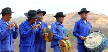 Os músicos interpretam cantos e danças influenciadas pelo seu cotidiano
