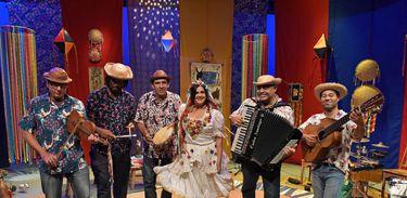 Bia Bedran apresenta o show Contos e Cantos de São João na TV Brasil