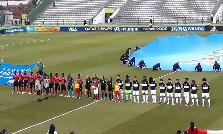 Canadá e Angola entram em campo no estádio Bezerrão (DF)