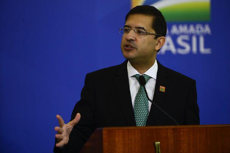 O advogado-geral da União, José levi, discursa durante a  solenidade de posse no Palácio do Planalto