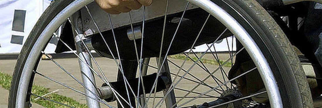 Deficientes físicos encontram muitas dificuldades diariamente.