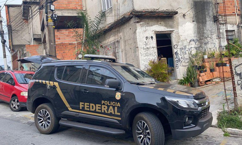 São Paulo/SP – Nesta quinta-feira (14/10), a Polícia Federal deu cumprimento a 24 mandados de busca e apreensão e 8 mandados de prisão temporária, todos decorrentes da investigação do roubo às agências bancárias da CEF e BB, ocorrido na madruga