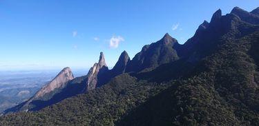 A entrada principal do Parque Nacional da Serra dos Órgãos fica na área urbana de Teresópolis