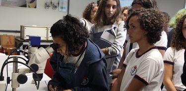 Estudantes em atividades no Observatório Nacional, antes da pandemia