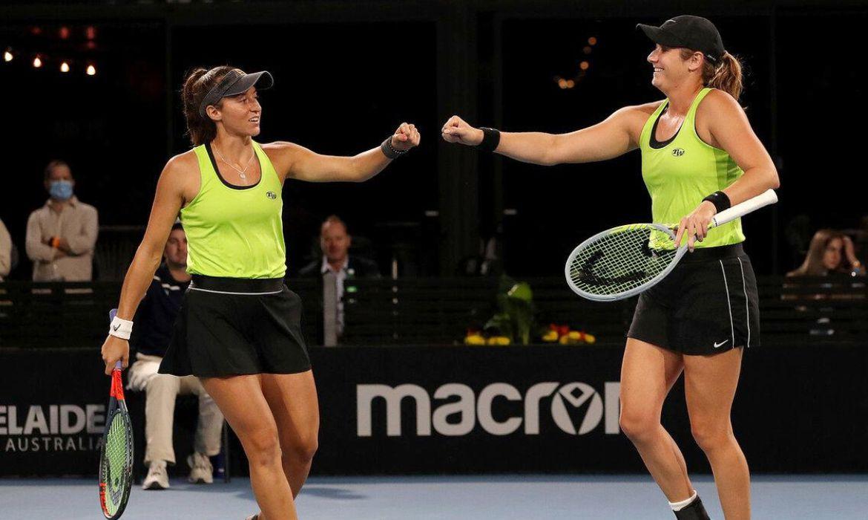 Stefani e Carter se classificam à final do WTA de Adelaide
