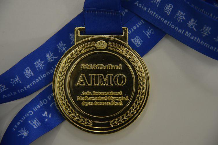 Medalha conquistada na Asia International Mathematical Olympiad (AIMO), em Bangcoc, na Tailândia.