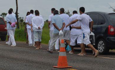 Detentos deixam o Complexo Penitenciário da Papuda, para passar o Natal com familiares