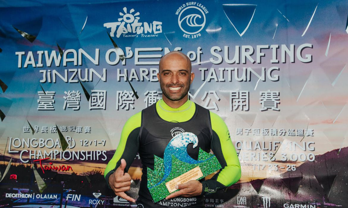 TAITUNG, TAIWAN - DECEMBER 7 : Rodrigo Sphaier of Brasil wins the 2019 Taiwan Open World Longboarding Championship at Jinzun Harbour on December 7, 2019 in Taitung County, Taiwan (Photo by Matt Dunbar/WSL via Getty Images)
